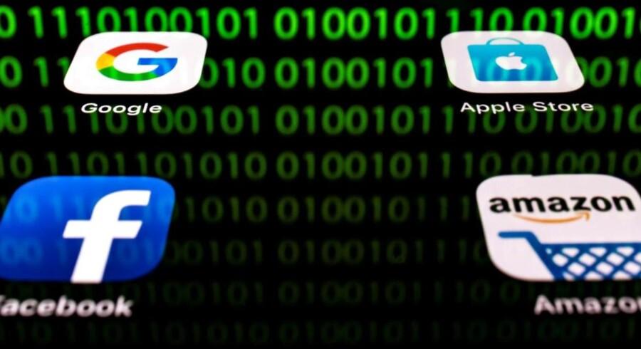 Giganternes indsamling af data om både brugere og ikke-brugere er kommet i voldsomt fokus på baggrund af en række skandalesager og datalækager. De kæmper en kamp for selv at komme med tiltag, der kan bevare brugernes tillid og få truslen om politiske indgreb til at forsvinde.