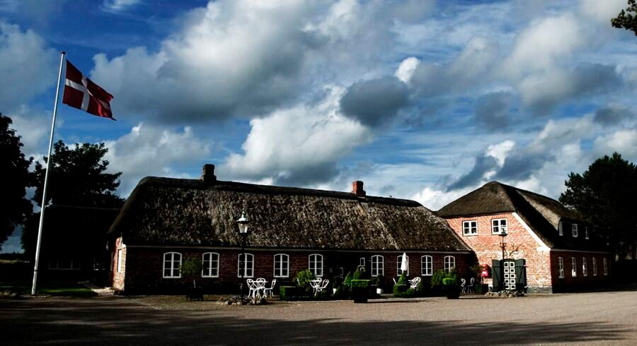 Udefra ligner Henne Kirkeby Kro en klassisk landevejskro, men indvendig hersker moderniteten.