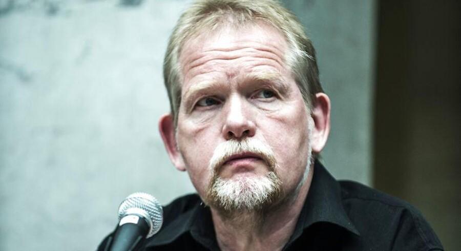 Løsningen på Venezuelas politiske problemer ligger ikke i et militærkup, siger Christian Juhl fra Enhedslisten.