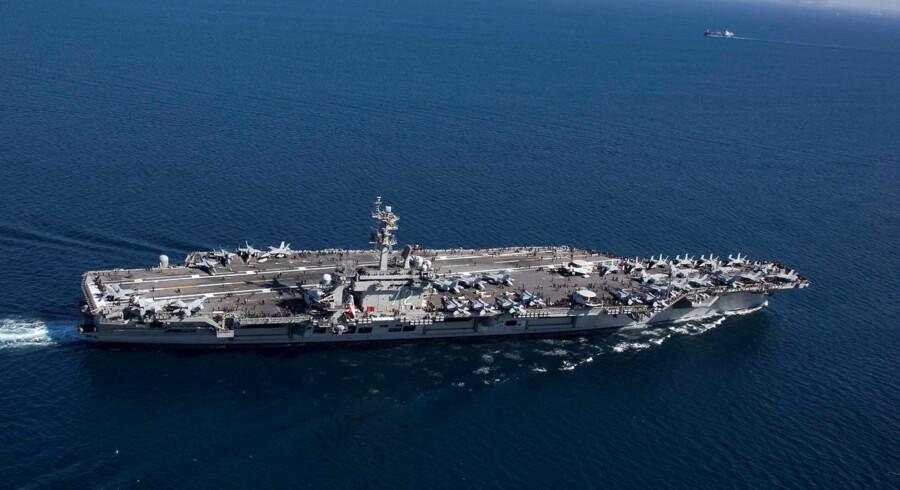 Hangarskibet USS Abraham Lincoln (CVN 72) og en tilhørende flådestyrke sendes til Mellemøsten.