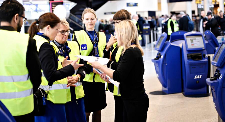 Det norske kabinepersonale vil have samme vilkår som piloterne, som torsdag fik forhandlet en aftale på plads, der blandt andet medfører en lønstigning på knap 11 procent over en treårig periode. Det skete efter en ugelang strejke, hvor flere end 4.000 fly blev aflyst og 380.000 passagerer påvirket.