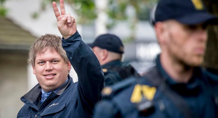 Mens Dansk Folkepartis Martin Henriksen har erklæret sig klar til at samarbejde med Stram Kurs, har hverken Venstre eller Konservative indtil videre kategorisk afvist at gøre sig afhængig af mandater fra Rasmus Paludans parti.