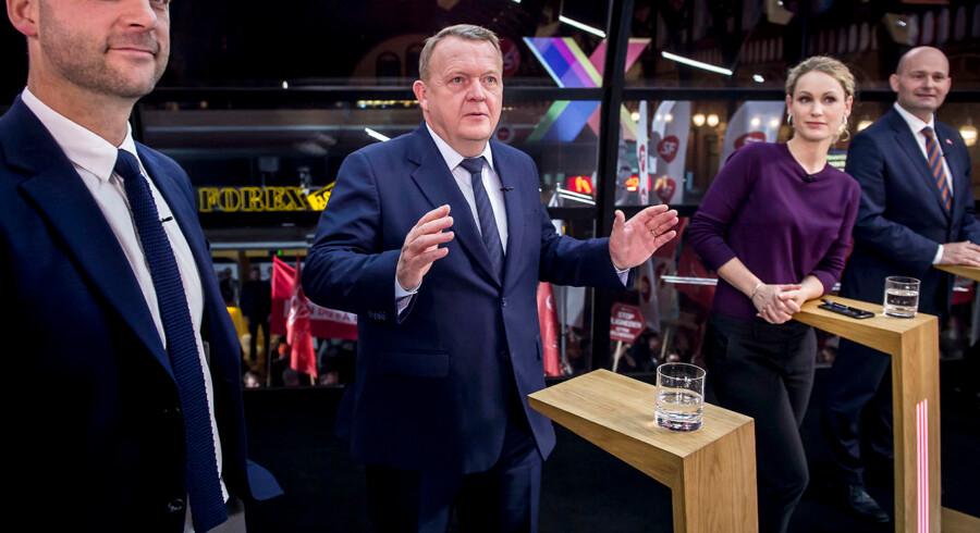 Både DR og TV 2 havde tirsdag aften inviteret de 13 partiledere i Folketinget til politisk debat.