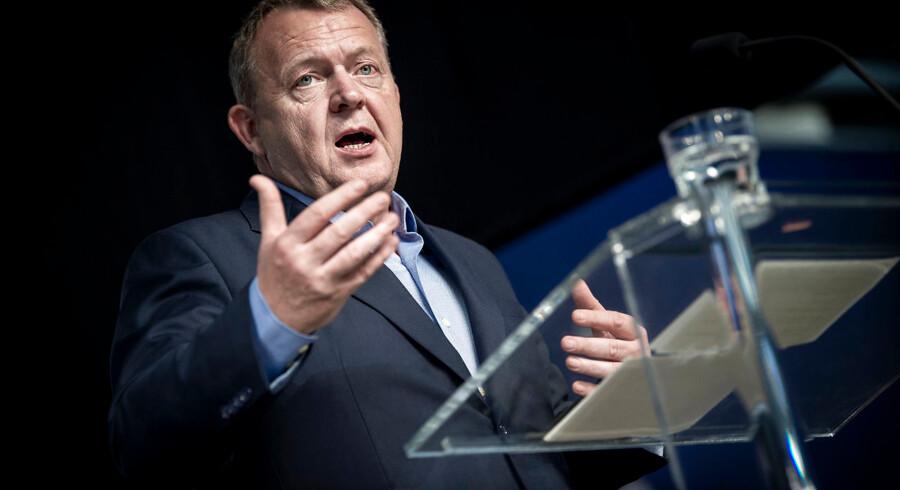 Statsminister Lars Løkke Rasmussen (V) præsenterede sit velfærdsløfte i forbindelse med Dansk Erhvervs årsmøde onsdag. Med velfærdsløftet har økonomer fået svært ved at se forskel på den økonomiske poltiik hos Venstre og Socialdemokratiet.