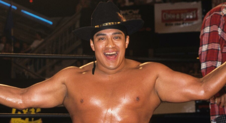 Wrestleren Cesar Barron - kendt som 'Silver King -' døde lørdag midt under en showkamp i London.