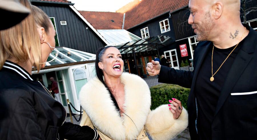 Lene Nystrøm har åbnet en ny dinner-club Pangea i Charlottenlund. Her med tidligere medlem af Aqua René Dif og hans kæreste Linet Jo, Lene Nystrøm og René Dif.