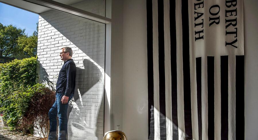 Gallarist Nils Stærk har en kunstsamling, der er så stor, at den ikke kan være i hans hjem i Klampenborg. For ham er det ikke afgørende, at han kan se sin samling, for den er altid i hans bevidsthed.
