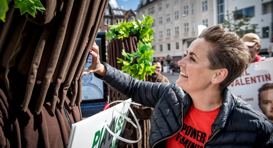 SF oplever fremgang i flere meningsmålinger. Ifølge politisk kommentator Thomas Larsen overtog formand i partiet Pia Olsen Dyhr »et parti i krise«, men nu har hun skabt »intern stabilitet og fået fat i vælgerne.«