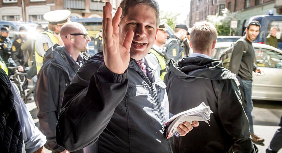 Partileder for partiet Stram Kurs Rasmus Paludan deler foldere ud på Nørrebro onsdag d. 15 maj 2019.