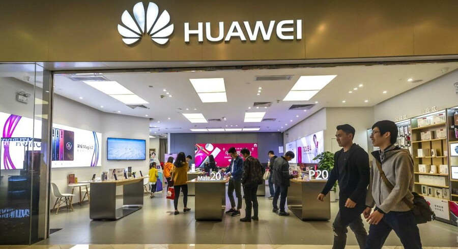 Huawei vil få problemer, nu hvor amerikanske virksomheder skal søge særlig tilladelse for at sælge teknologi til selskabet. Arkivfoto: Aleksandar Plavevski, EPA/Ritzau Scanpix