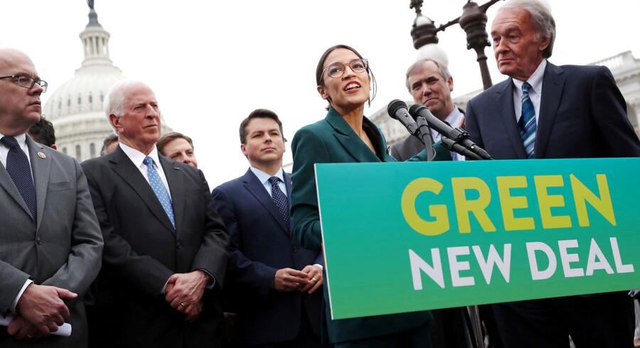 Der er noget i gære på den amerikanske venstrefløj. Alexandria Ocasio-Cortez (ved mikrofonen) er kun det mest berømte medlem af Amerikas Demokratiske Socialister (DSA), som blev valgt ind i Repræsentanternes Hus sidste år. Der er i dag 35 medlemmer af DSA i delstaternes lovgivende forsamlinger.