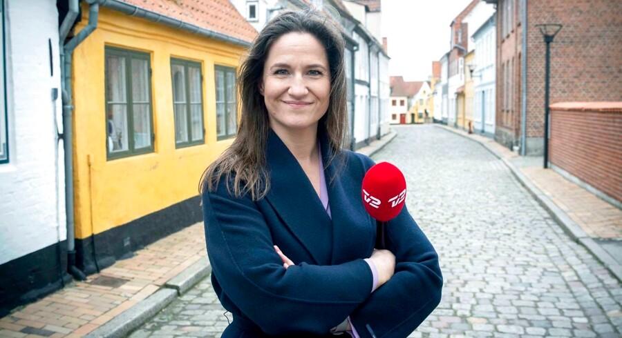 Gertrud Højlund er vært på nutidens af version af faderens program.