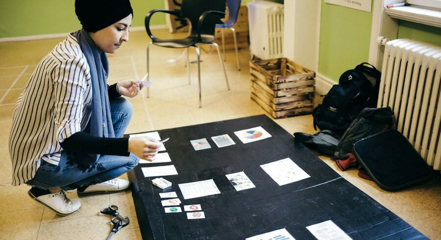 Rahaf Haitam Abomagara er 26 år og flygtning fra Syrien. Hun går på Brenderup Højskole for at lære dansk og blive klogere på Danmark. Her folketingsvalget. Til daglig bor hun i Gribskov Kommune.