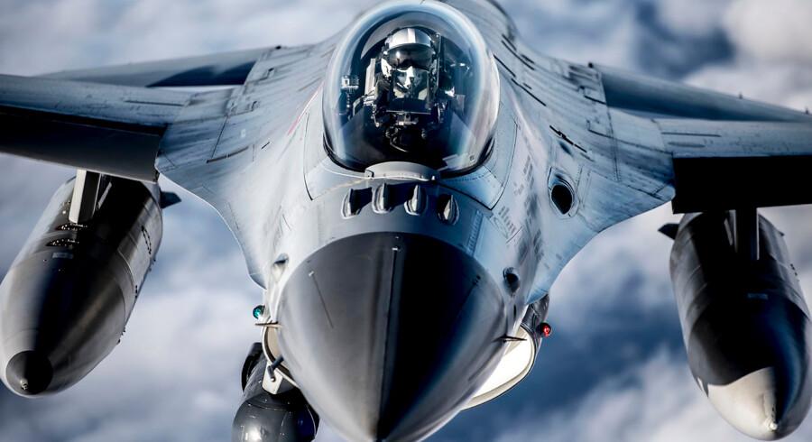 Danmark har intet afvisningsberedskab til at beskytte grønlandsk luftrum. I Danmark er to F-16 konstant klar til at gå på vingerne for at afvise eventuelle indtrængende fly.