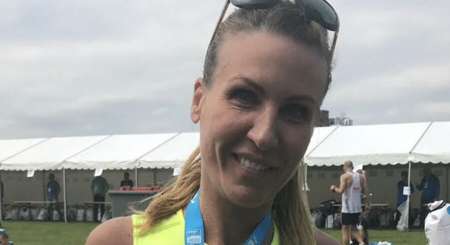 Lise Friis fra Lynge i Nordsjælland deltog i Copenhagen Marathon i dag. Da hun passerede målstregen, kunne hun sætte flueben ud for sit 430. maraton. Tilbage i 2012 fik hun konstateret sclerose, og hun bruger i dag langdistanceløb til at holde sygdommen nede.