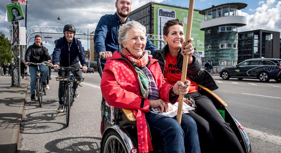 Her ses Pia Olsen Dyhr til højre og SFs spidskandidat ttil EP-valget, Margrete Auken, til venstre.