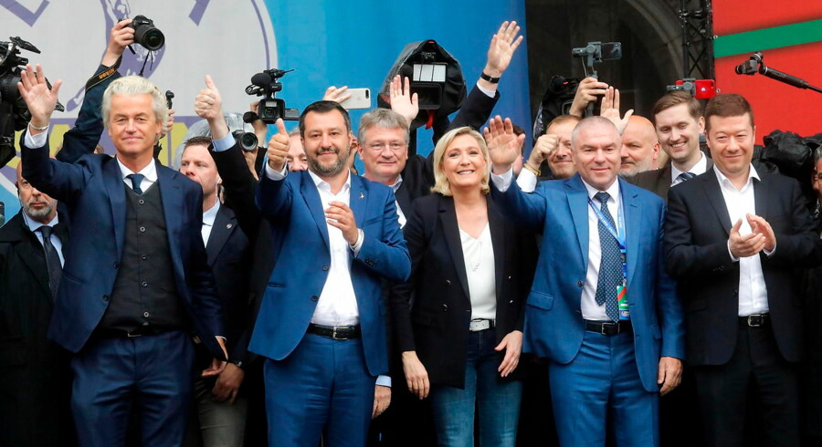 Hvad bliver det store samtaleemne søndag aften, når valget til Europa-Parlamentet er afsluttet? Spidskandidaterne Manfed Weber, Frans Timmermans og Margrethe Vestager? Eller bliver det alligevel EU-skeptikerne med franske Marine Le Pen, der løber med omtalen? Berlingske har spurgte en af Europas fremmeste professorer. I weekenden var Marine Le Pen sammen med sin nye alliance til at valgmøde i Milano.
