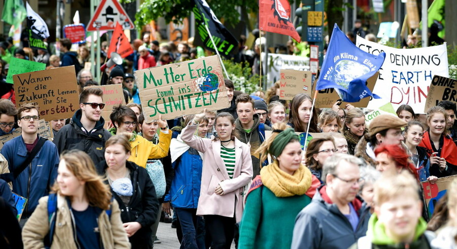 Under parolen #FridaysForFuture demonstrerer unge verden over for klimaet, her i Essen i Tyskland i starten af maj.