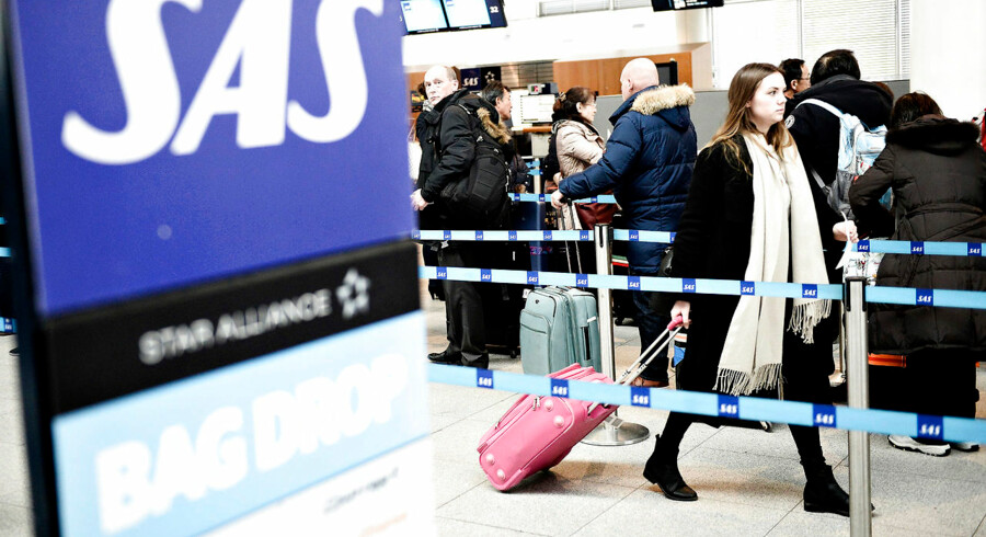 (ARKIV) Passagerer ved SAS i Københavns Lufthavn i Kastrup, fredag den 27. februar 2015. Robotter og digital kontakt med lokale er noget af det, som vil præge vores rejser fremover. Det skriver Ritzau, onsdag den 8. maj 2019.. (Foto: Mathias Bojesen/Ritzau Scanpix)