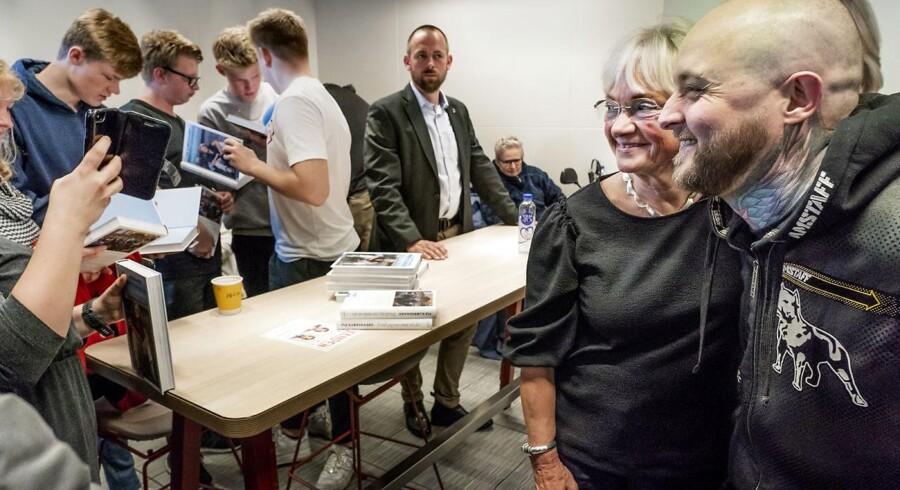 Mikkel Stilling fik både ordet og et billede med Pia kjærsgaard (DF), da der tirsdag var vælgermåde på McDonald's i Brøndby.
