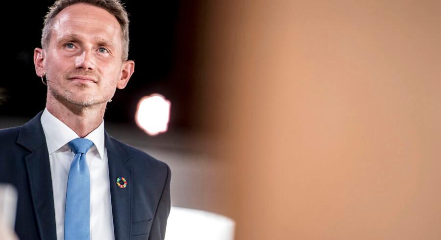 Kristian Jensen (V) undrer sig på Twitter over Kristendemokraternes spidskandidat i Vestjyllands Storkreds, Kristian Andersen, der er i mod fri abort. »Seriøst? I 2019??,« skriver finansministeren, der måske også forsøger at påvirke folkestemningen i lokalområdet, hvor Venstre frygter at miste stemmer til KD.