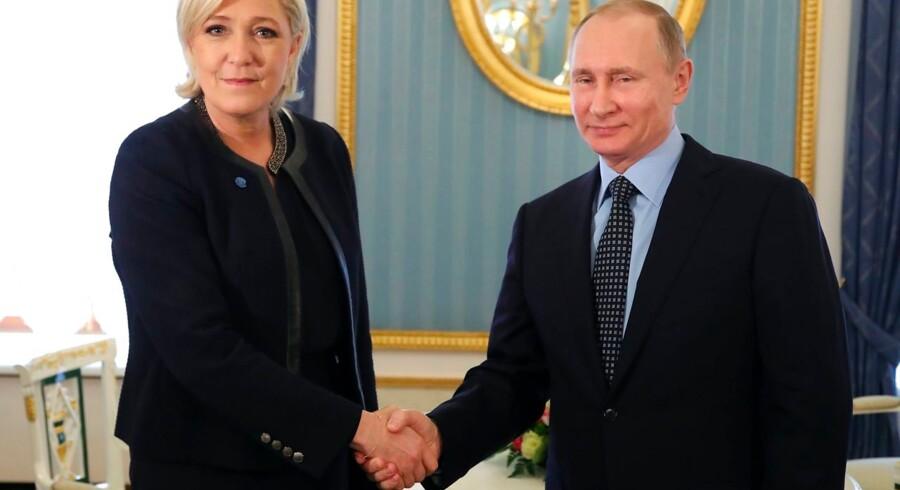 Formanden for Polens regeringsparti, Lov og Orden, Jaroslaw Kaczynski, udtaler sig få dage før valget til Europa-Parlamentet stærkt skeptisk over for Marine Le Pen og hendes nye gruppe i Europa-Parlamentet. Polen frygter, at gruppen er for tæt på Ruslands Vladimir Putin. Marine Le Pen besøgte op til det franske præsidentvalg i 2017 Vladimir Putin.