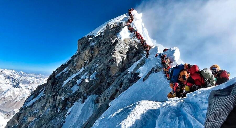 Bjergbestigere har de seneste dage ventet i lange køer på at få lov til at nå toppen af Mount Everest. Billedet her er taget 22. maj. - Foto: Handout/Ritzau Scanpix