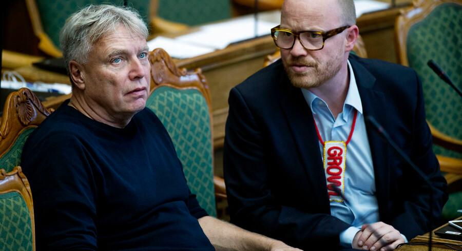 Hvis Alternativet bliver valgt til Europa-Parlamentet efter søndages valg, vil Rasmus Nordqvist (til højre) træde ud af partiets folketingsgruppe. (Arkivfoto) - Foto: Liselotte Sabroe/Ritzau Scanpix
