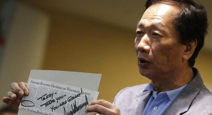 »Terry – tak – du er fantastisk!« lyder USAs præsident, Donald Trumps håndskrevne besked til Terry Gou, stifter af og topchef for elektronikgiganten Foxconn. Gou går nu efter at blive Taiwans kommende præsident.