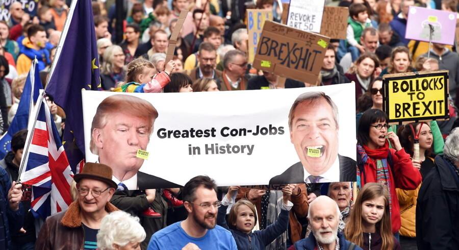 Ved en demonstration for endnu en Brexit-afstemning i London i marts blev Donald trump og Nigel Farage fremstillet som »historiens største svindlere«. Det forhindrede dog ikke Farage og hans Brexit-parti i at få et forrygende valg til Europa-Parlamentet 26. maj.