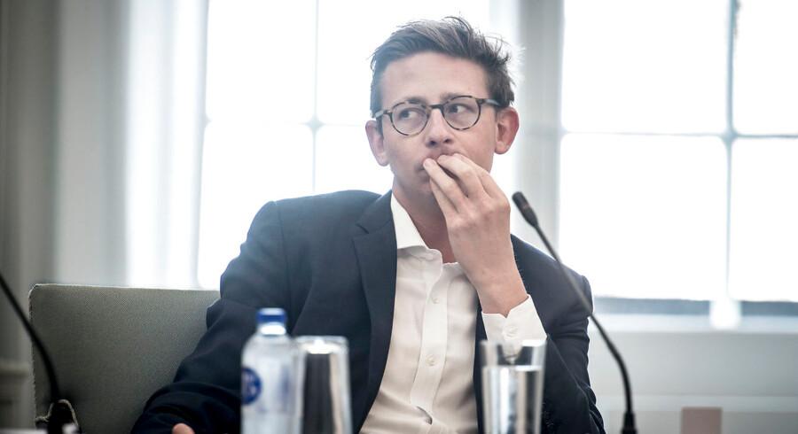 »Det er sket på min vagt, og det er jeg ked af. Derfor er jeg utilfreds med det,« siger skatteminister Karsten Lauritzen (V) om sagen med manglende ejendomsskat for 1.200 boligejere i op til ti år.