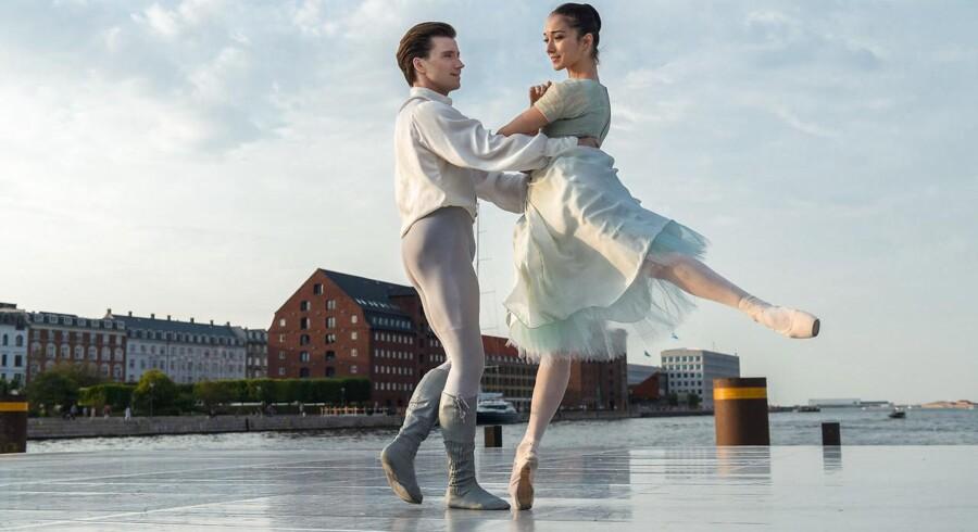 Indenfor visse kunstarter såsom dans eller billedkunst viger man tilbage for undersøgelser af kunstartens værdi, siger Carsten Topholt. Arkivbillede af dansere Alban Lendorf og Alexandra lo Sardo.