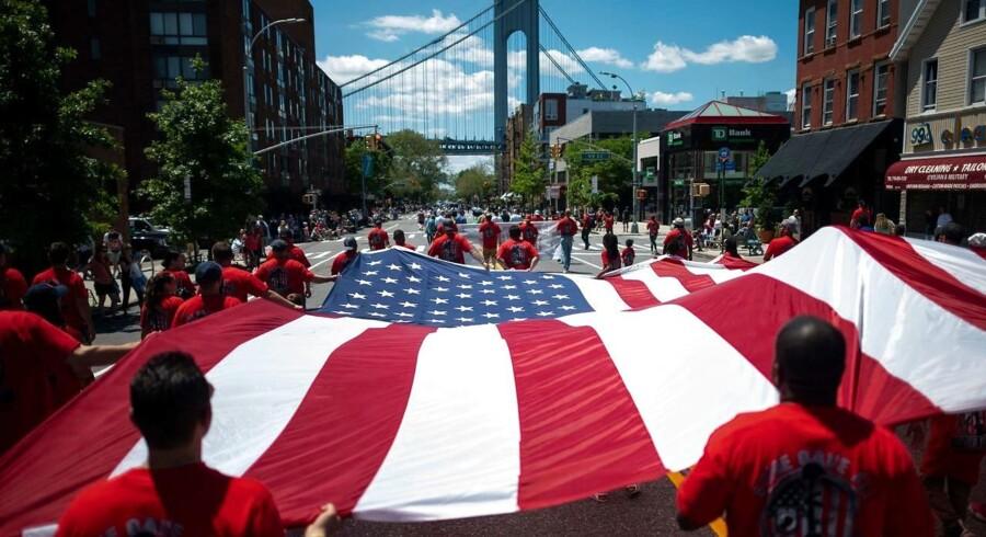 Personer, der vil arbejde eller studere i USA i længere perioder, skal fremover afgive oplysninger om brugernavne på de sociale medier for at få visum. Her ses en fejring af Veterans' Day i New York City.
