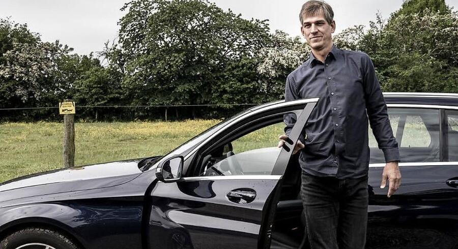 Det kniber med retssikkerheden for bilkøbere, der får en defekt bil. Claus Andersen fik defekt luksusbil, og forhandler tilbød at købe den tilbage – minus 150.000 kroner.