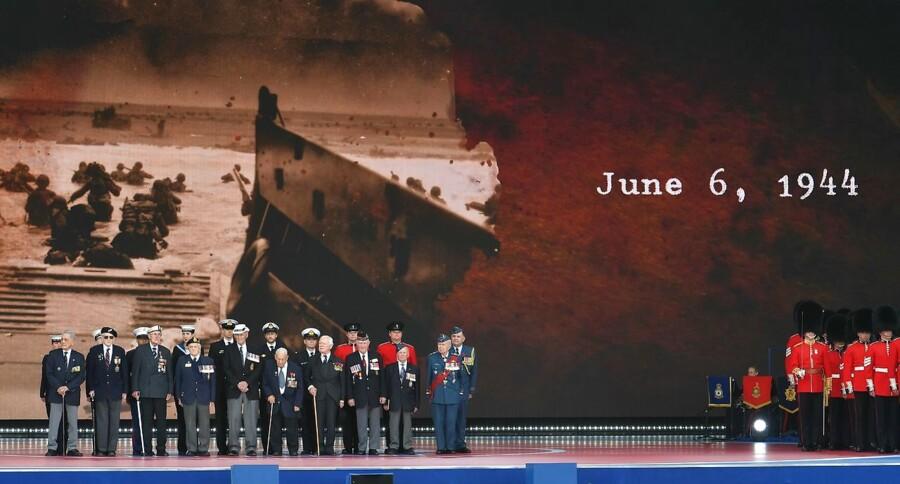 Der er ikke mange af dem tilbage, men onsdag var der 300 veteraner fra D-dag til stede ved mindehøjtidligheden i Portsmouth i Sydengland. Og den britiske dronning Elizabeth - selv en del af krigsgenerationen - var der også sammen med statsledere fra bl.a. USA, Frankrig, Storbritannien og Canada.