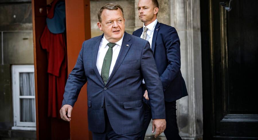 Lars Løkke Rasmussen meddeler HM Dronning Margrethe, at hans regering går af. Amalienborg, København.