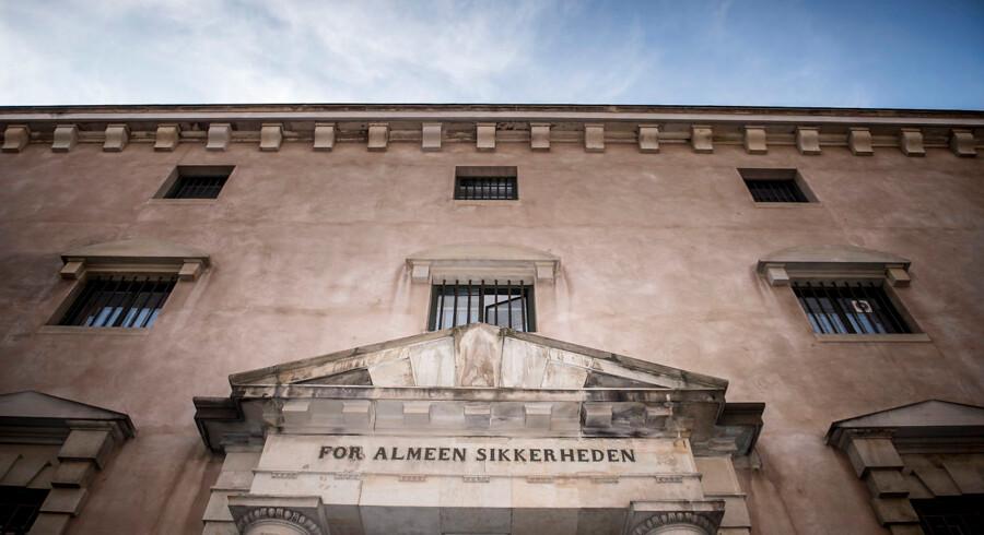 Københavns Byret har løsladt tre tyverisigtede udlændinge, fordi det ikke var muligt at skaffe kvalificeret tolkebistand.