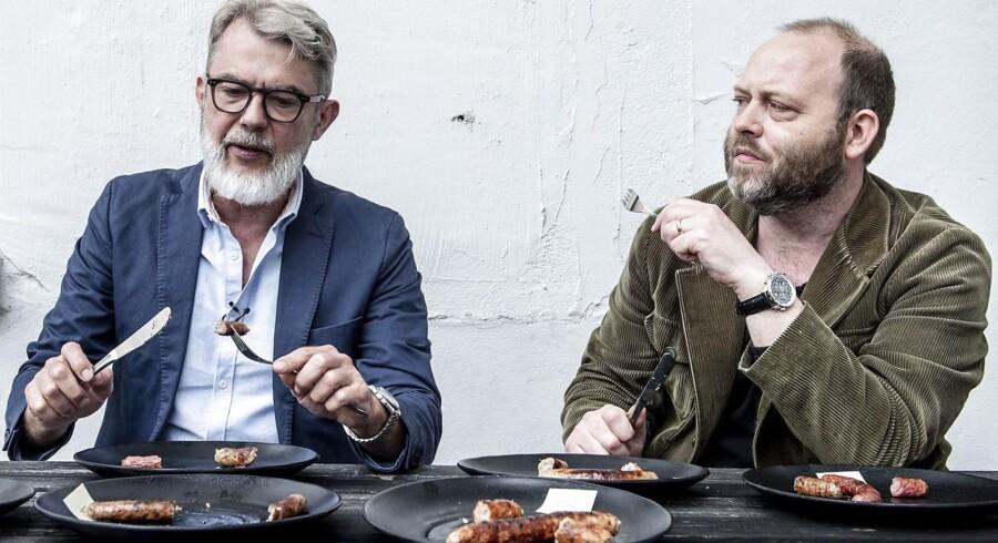 Søren Frank og Søren Jacobsen Damm tester pølser.