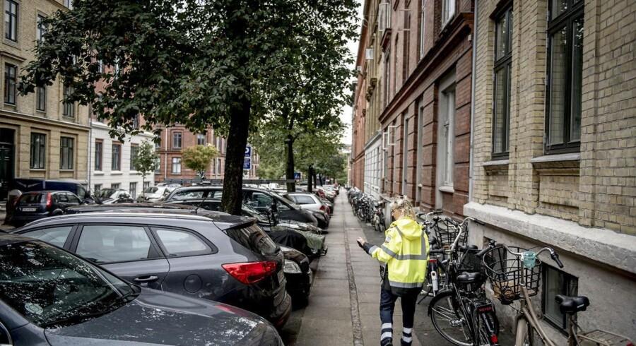 Frederiksberg Kommune er klar med nye parkeringsregler, der bl.a. betyder, at det er slut med at nøjes med at stille p-skiven. Arkivfoto: Asger Ladefoged