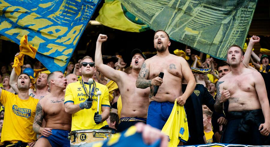 Tilskuere på Brøndby Stadion skal fra næste sæson lægge ansigt til en ny teknologi, der scanner ansigtstræk og sammenligner dem med en base over karantæneramte ballademagere. Her ses Brøndby-fans efter kampen mod Randers FC fredag 31. maj.
