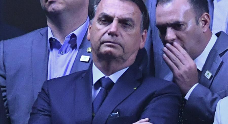 Brasiliens præsident, Jair Bolsonaro, er rasende over, at en mand, som knivstak ham under valgkampen sidste år, frikendes for angrebet, fordi han ifølge dommeren i sagen er mentalt syg. Nelson Almeida/Ritzau Scanpix