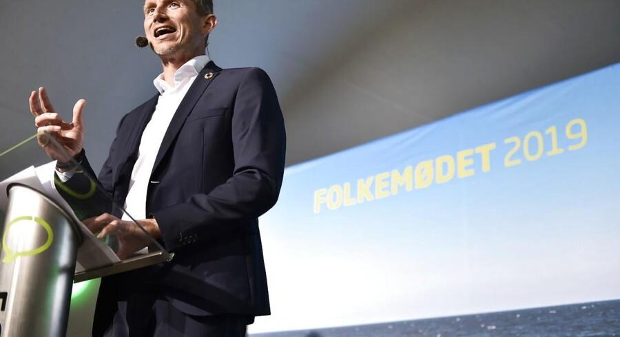 Kristian Jensen nåede kun at tale få minutter ved Hovedscenen på Folkemødet, før et voldsomt uvejr betød, at talen i hast måtte afbrydes.