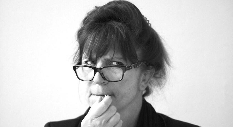 »For nylig måtte jeg gennemlæse et 20 år gammelt manuskript, som var svært bindestregsplaget: standard-opskrifter, sauce-kok, nikotin-plettede. Det var ikke kønt,« skriver sprogrøgter og forfatter Susanne Staun.