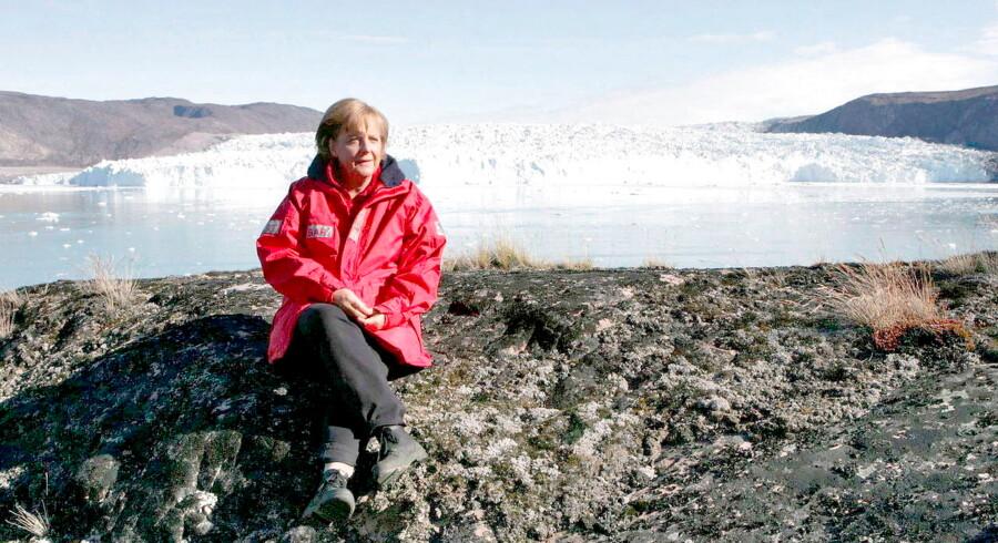Kansler Angela Merkels røde anorak fra hendes besøg i 2008 til Grønland har ifølge hendes klimakritikere længe været gemt langt væk inde i skabet. F.eks. har Tyskland måttet opgive at indfrie sit CO2-reduktionsmål for 2020.