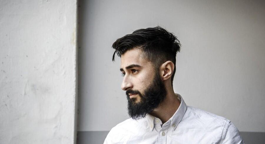 ARKIVFOTO: Hussain Ali siger i videoen, at han vil tage til Spanien, hvor Shuaib Khan opholder sig, efter at bandelederen i november sidste år blev udvist af Danmark. Han peger også en fiktiv pistol imod sin tinding.