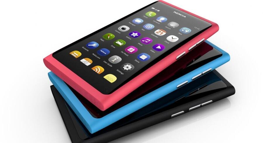 N9-telefonen fra 2011 blev Nokias eneste med det delvis danskudviklede styresystem MeeGo, som skulle have bragt Nokia ind i fremtiden, før selskabet lagde alle sine æg i Microsofts Windows-kurv – og måtte sælge hele mobilforretningen. Arkivfoto: Nokia