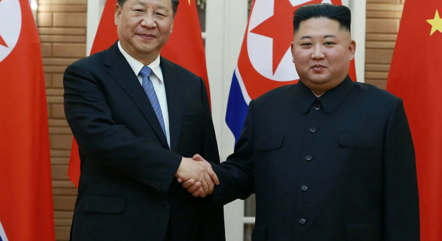 Kinas præsident, Xi Jinping, mødte i Pyongyang i Nordkorea den nordkoreanske leder, Kim Jong-un. KCNA Via Kns/Ritzau Scanpix