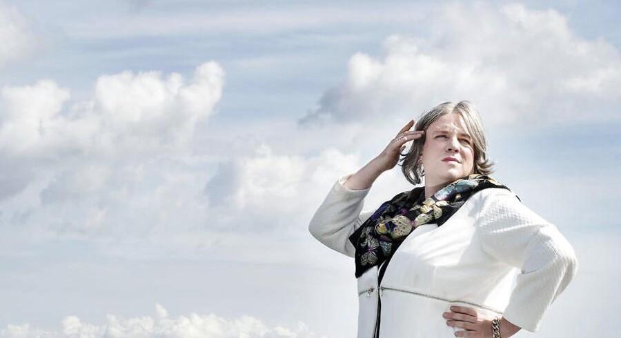 »Opfordringen herfra til mine kolleger i medieverdenen er enkel: Stop flæberiet,« skriver Anders Krab-Johansen efter, at der har rejst sig kritik af Den Korte Radioavis på Radio24syv, hvor karakteren Kirsten Birgit Schiøtz Kretz Hørsholm er hovedperson.