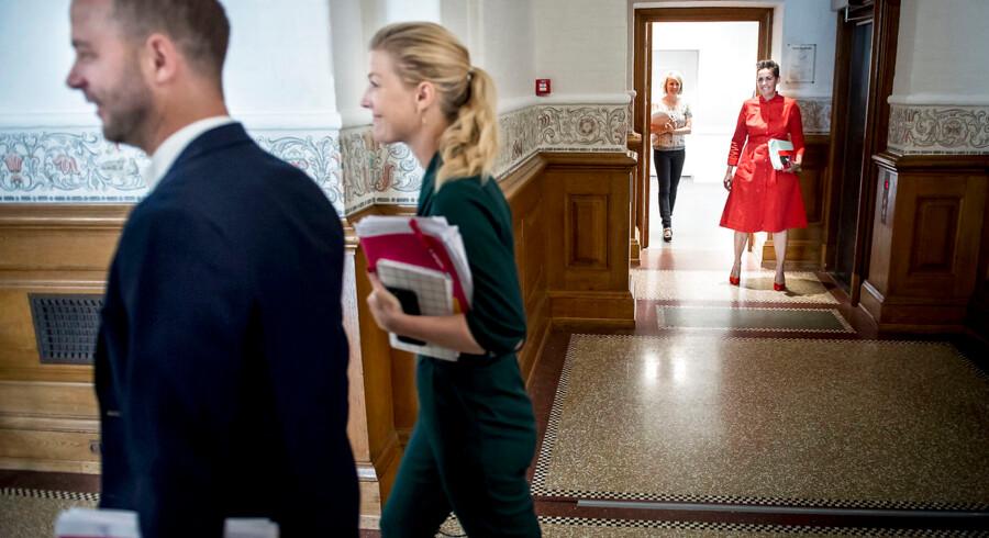 Pia Olsen Dyhr (SF), Lise Müller (SF), Jakob Mark (SF), Sofia Carsten Nielsen (RV) og Morten Østergaard (RV) ankommer til dagens regeringsforhandlinger i Landstingssalen på Christiansborg, fredag den 21. juni 2019.. (Foto: Mads Claus Rasmussen/Ritzau Scanpix)