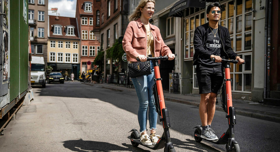 Nicklas Poulsen og Anne Cecilie: »Elløbehjulet er hurtigt, når man skal fra A til B og skal skynde sig. Og så er det nemt, ford, det ikke er ens eget, og man bare kan tage løbehjulet her og der.«